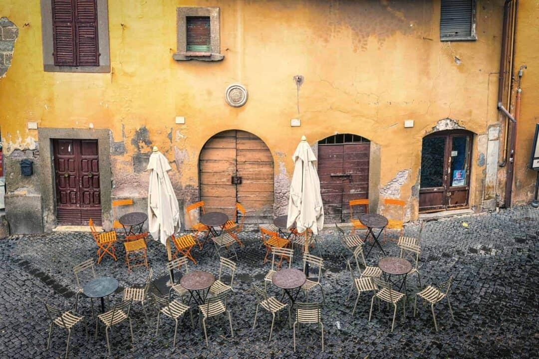 Italia - Tyhjä kahvila.